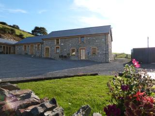 Bwlch y Gliced: Private Hot Tub & Sea View- 383624, Aberystwyth