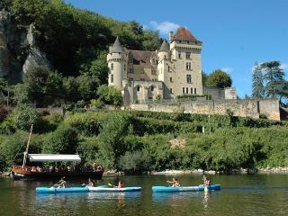 CHATEAU DE LA ROQUE GAGEAC: Magnificient castle overlooking the Dordogne river