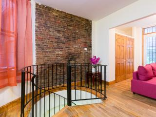 Walk to Times Square - Large Duplex Flat, New York