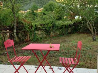 HOUSE WITH GARDEN AND BEAUTIFUL VIEWS - FREE WIFI, Belvianes et Cavirac