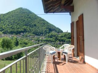 Spacious Apartment  near Lake Como, Schignano