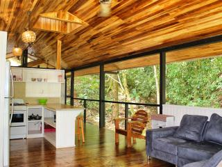 A Cozy, Romantic Cottage for Wildlife Enthusiast !, Playa Hermosa