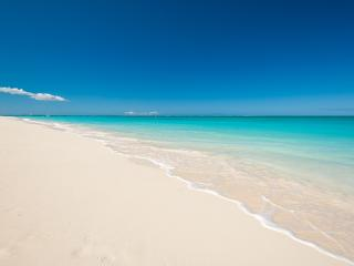 Grace Bay Studio Walk to beach, restaurants, shops, Providenciales