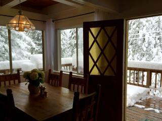 Mountain View Wood Cabin - 6beds/2bath, sleep 10.