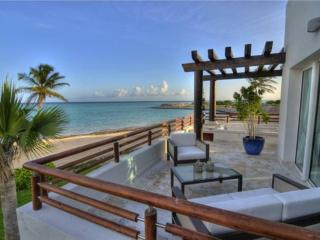 Cap Cana 2 Bedroom Beachfront, Balcony & Jaccuzzi, Bavaro