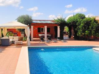Ranch style country house,12/14p, large pool, WIFI, Palma de Majorque
