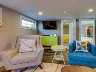 Mid-century, ground-level, modern oceanfront condo - dog friendly!, Oceanside