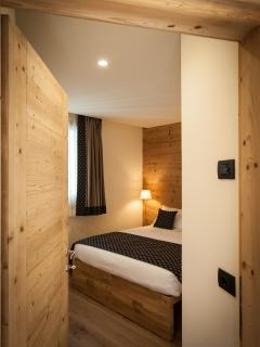 Chalet Alfonz| Snowflake room - double or 2 single beds