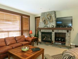 Big White Stonegate Resort Fabulous 2 Bed Condo with Private Hot Tub!