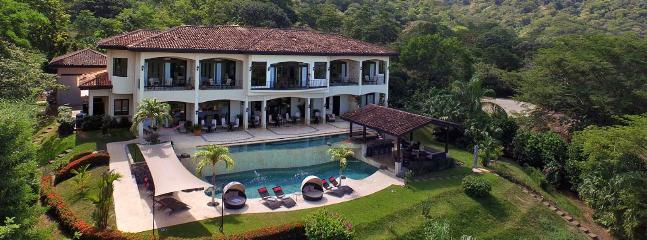 Full-Service Villa that Accommodate 14+ on Costa Rica's Pacific Coast!, Playas del Coco