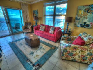 LOVE 1107 luxury corner condo, huge wrap around deck GREAT views/reviews & PERKS, Gulf Shores