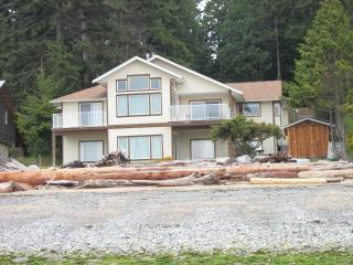 Waterfront - Best Sandy Beach in the area, Roberts Creek