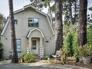 3713 Sandy Toes Cottage ~ Quiet Neighborhood, Nice Walk to Downtown Carmel!
