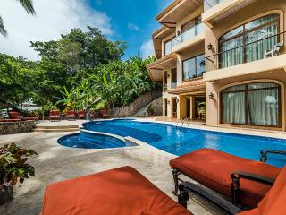 Palacio Tropical, Sleeps 16, Tambor