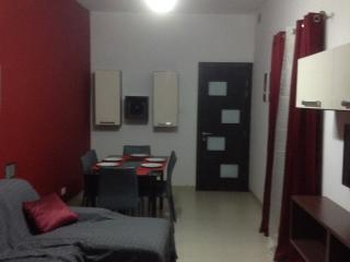Private apartment in shared house, Paola