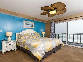 PI 504: Beach front condo, reserved garage parking, WIFI, Fort Walton Beach