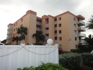1527 S Atlantic Ave #403 Cocoa Beach :: Cocoa Beach Vacation Rental