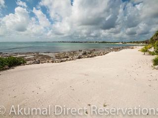 Brand new luxury villa in Tankah (nr Tulum). 3 bedrooms, beach front pool.