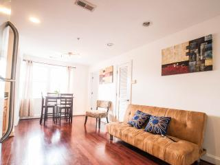Sunny 3 bedroom Pennsylvania Ave. Condo, Washington D.C.