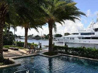 Luxury Lauderdale Pool Home on Waterway Near Beach, Lauderdale by the Sea