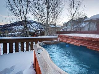 Condo with Mountain-View Hot Tub in Park City