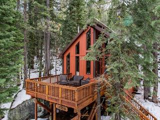 Handcrafted Forest Home in Truckee – Sleeps 8