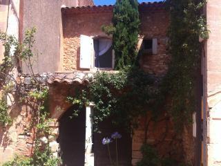 Maison de caractère typiquement provençale., Roussillon