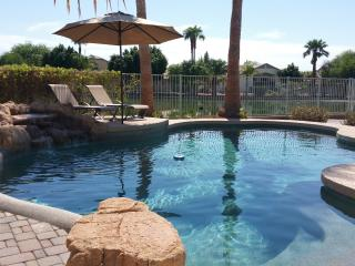 Desert Oasis, Heated Pool, 5 BR, 2.5 Bths, for 10, Avondale