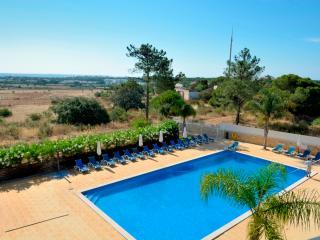 Farnell White Apartment, Albufeira, Algarve