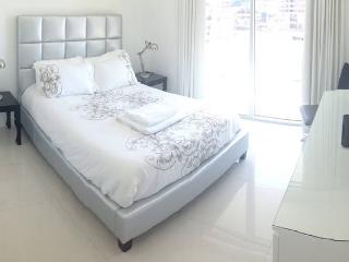 Amazing central Miami apartment sleeps 6