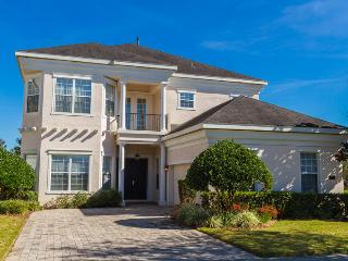 Great, spacious pool home with golf course views, Reunion