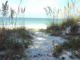 Coquina Beachfront Haven - Last Minute Discounts!, Indian Rocks Beach