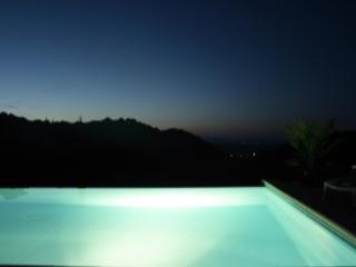 Hillside Villa with Infinity Pool, Céret