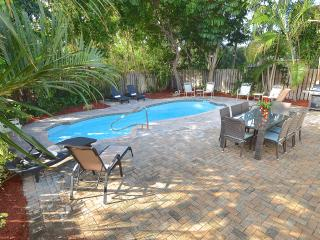 Fantastic Beach Home Large Htd Pool Steps 2 Beach!, Lauderdale by the Sea
