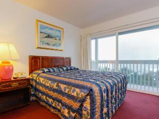 Upper-level oceanview studio - dogs welcome!, Lincoln City