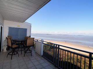 Savannah Beach & Racquet Club Condos - Unit C306 - Water Front - Swimming Pool - Tennis - FREE Wi-Fi, Tybee Island