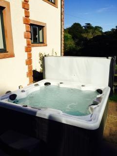 New 7 person Hot Tub