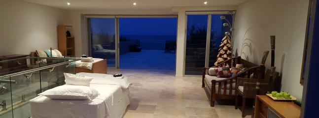 Upper Level Penthouse Accommodation with huge Beachfront Terrace