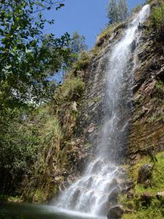 Catarata de 28 metros de altura en Fundo El ChochoCajamarca