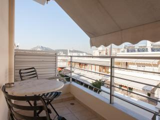 Quiet Cozy Stunning Penthouse, American Style WiFi WashDry Walk to Sites