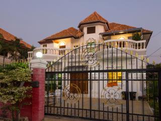 6 bedroom villa close to beach and walking street, Pattaya