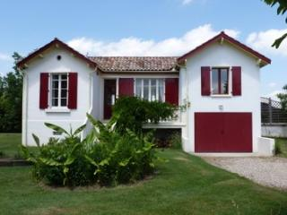 Riverside Villa with private pool, Clairac