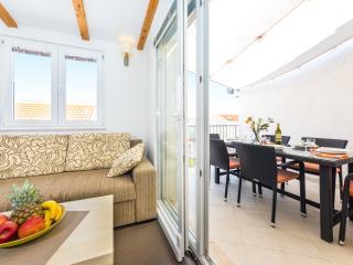 ApartmentHouse Ivana (6+2), Betina