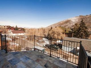 Newly renovated condo, steps away from PCMR, Park City