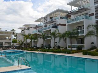 Costa Hermosa 2BR, 2BA third floor Designer Deco!