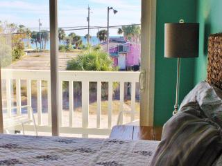 1 block from the beach- Pet friendly- Gulf Views!! Best location