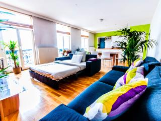 Bright & Large Central Apartment, Bruxelas