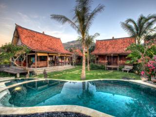 The Kampung, Amed