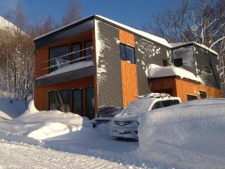Shirokin chalet Rusutsu -750m from ski lifts!