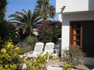Casa las Arenas - beachside holiday apartment, El Cotillo